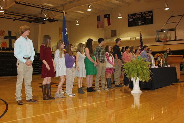 Inductees+repeat+the+NHS+pledge+led+by+President+Maeley+Herring.
