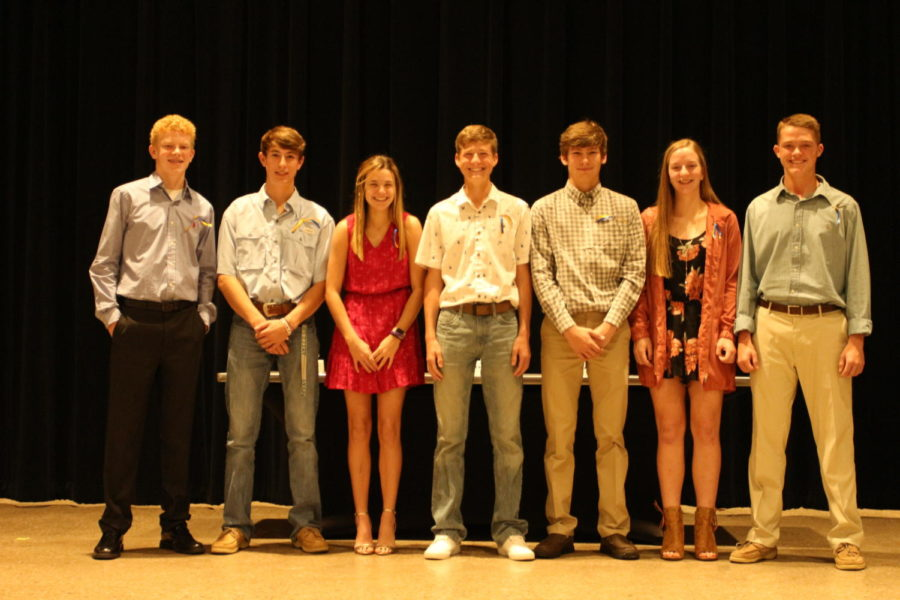 Sophomores+Luke+Haehn%2C+Carter+Hilbers%2C+Kayli+Mahler%2C+Davis+Mays%2C+Callen+McCasland%2C+Emily+Saylers%2C+and+Cade+Strickland+were+inducted+into+NHS+Sunday+Oct.+28.