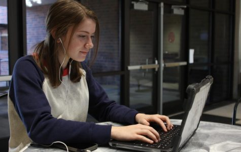 Freshman Kelsey Aultman listens to music while working.