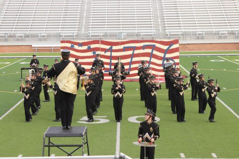 The Prowlin Growlin Wildcat Band marches Independence in their 1776 show.